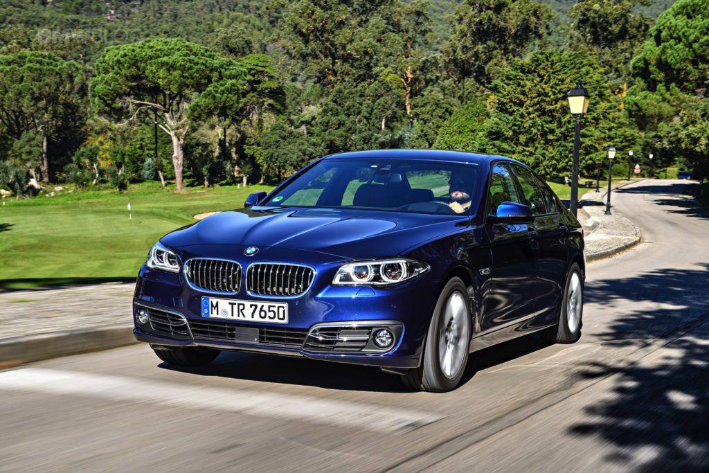 BMW F10 5 Series rijdend